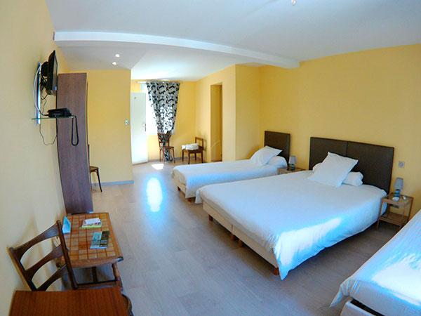 chambre-hotel-jaune